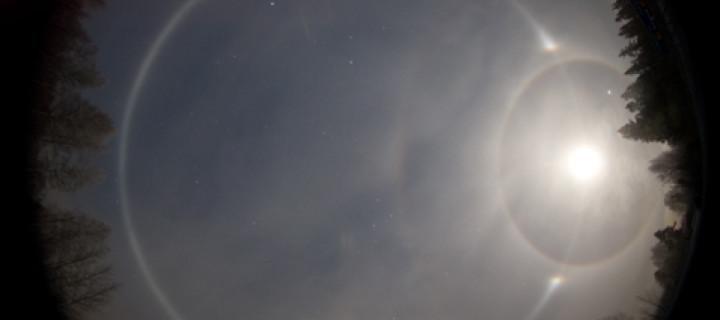 Moon halos from Mustavaara ski resort