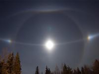 Moon diamond dust halos in Lappland
