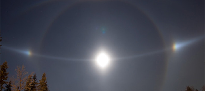 Moon diamond dust halos in Lappland