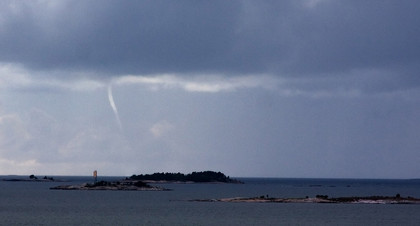 137104079.Lz4N3bUz.waterspout5_small