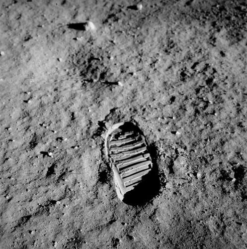 Buzz Aldrinin jalanjälki Kuun pinnan pehmeässä tomussa. Kuva Nasa / Buzz Aldrin