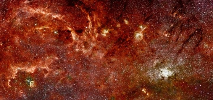 Linnunradan keskustan alue Hubble- ja Spitzer-teleskooppien infrapuna-alueella kuvaamana. Kuvan alue on leveydeltään 300 valovuotta. Alueella on harvaa kaasua, johon vastasyntyneiden nuorten tähtien joukot puhaltavat kuplamaisia onkaloita. Sagittarius A* sijaitsee kuvan oikealla puolella olevan, spiraalia muistuttavan rakenteen uumenissa. Kuva NASA, ESA, Q.D. Wang (University of Massachusetts, Amherst) and S. Stolovy (Caltech)
