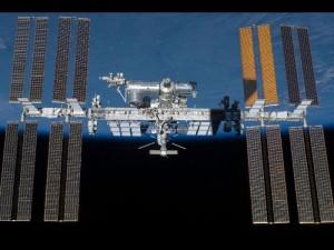 Kansainvälinen avaruusasema kiertoradalla on paras esikuva askarteluun (Kuva: NASA)