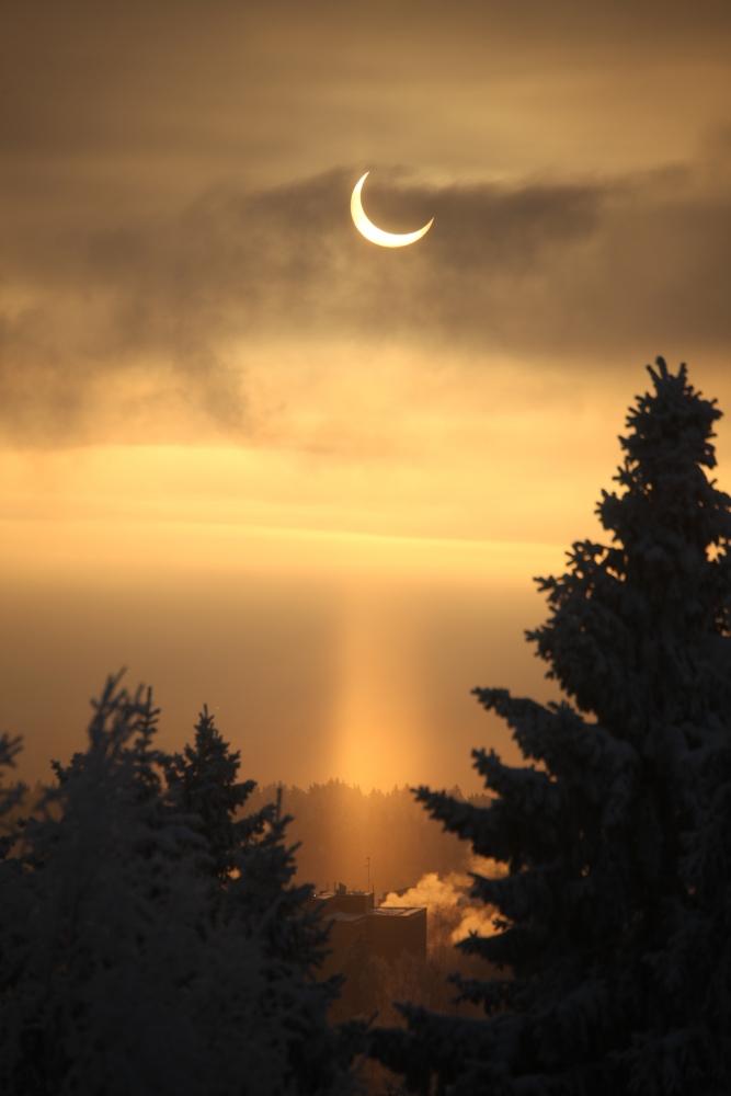 Osittainen auringonpimennys ilman suotimia (c) 2011 Emma Herranen