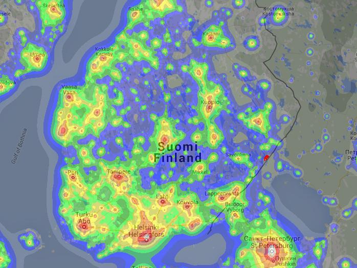 Eteläisen Suomen valosaastekartta.Uukuniemi on merkitty pienellä punaisella pisteellä rajalle.