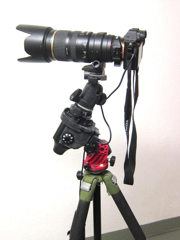 Skywatcher Star Adventurer tarvitsee alleen jalustan. Laite pystyy kannattelemaan suurta kameraobjektiivia tai alle 5 kg painavaa akukoputkea.
