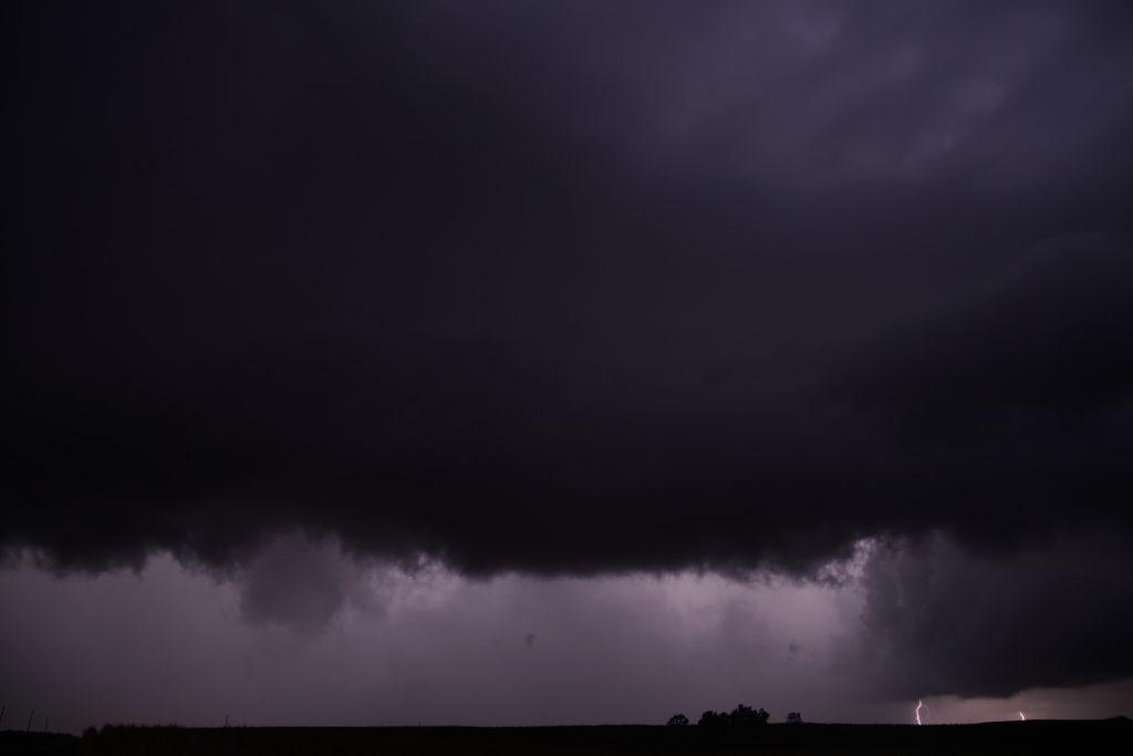 Pysähdyimme seuraamaan Kansas Cityn suunnalta lähestyvää mörköä. Kuva Emma Bruus