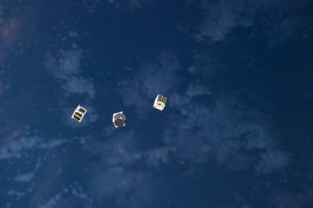 Kuva 1: Avaruusasema ISS:ltä vapautettiin helmikuussa joukko nanosatelliitteja. (Kuva: NASA)