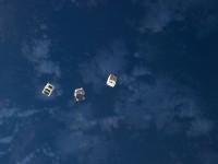 Nanosatelliitteja ja peilipalloja