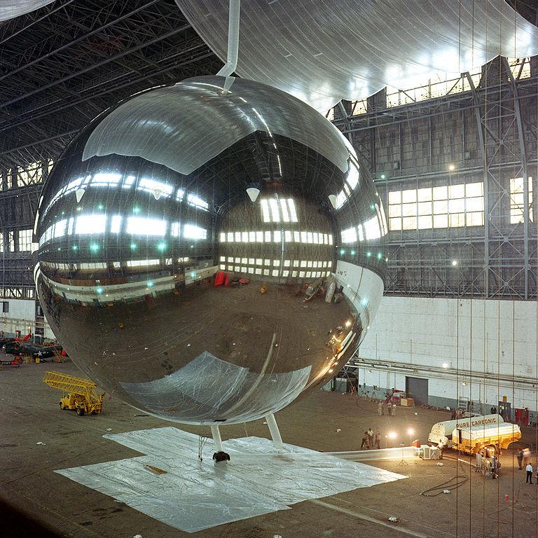 Kuva 2: PAGEOS oli pallomainen, alumiinipäällysteisestä mylar-kalvosta rakennettu satelliitti 1960-luvulla. (Kuva: NASA)