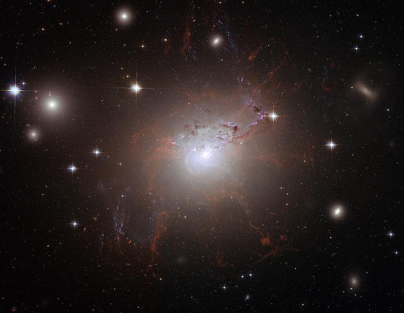 NGC 1275 avaruusteleskooppi Hubblen kuvaamana. Kuva: NASA, ESA, and the Hubble Heritage (STScI/AURA)-ESA/Hubble Collaboration.