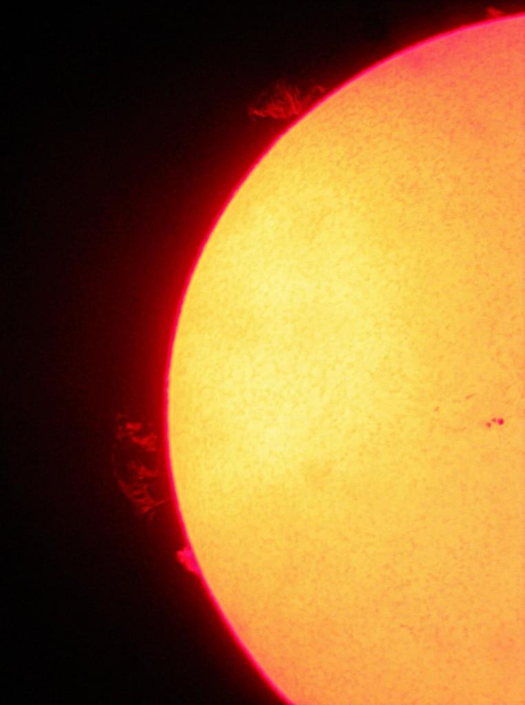 Kuva1. Pirttiharjun tähtitornilla taannoin otettu kuva auringosta DayStar h-alpha 0,6Å suotimella ja Väisälä 2053mm/2063mm refrakotrilla digipokkarikameralla. Suodin edelleen mainiossa kunnossa. Kuva: Marko Kämäräinen