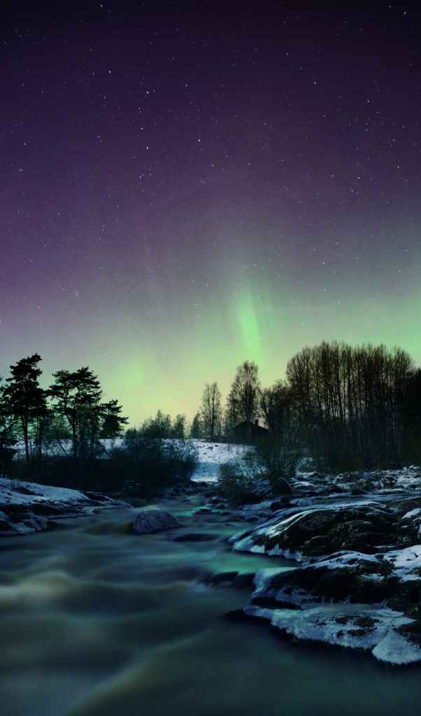 Revontulia 17.2.2016 kuvattuna Liedon Nautelankoskella. Kuva: Matti Helin.