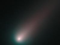 Kaksi komeettaa ohittaa Maan läheltä