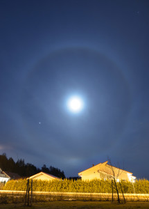 Kuun halo 20.3.3016 Liedossa. Kuva: Matti Helin.
