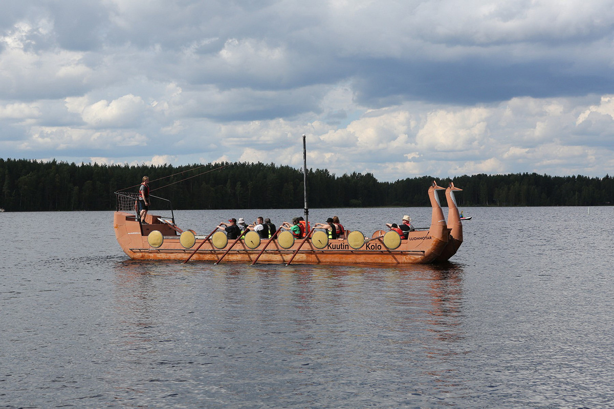 Viikinkivenesoutua. Kuva: Jorma Koski.