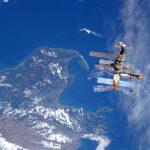 Avaruusasema Mir nähtynä avaruussukkula Atlantikselta - STS076