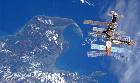 Avaruusasema näkyy aamutaivaalla