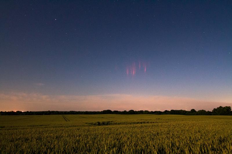 Keijusalamoita Kielin lähellä Saksassa. Aurinko on noin 13 astetta horisontin alapuolella. Kuva: Laura C. Kranich