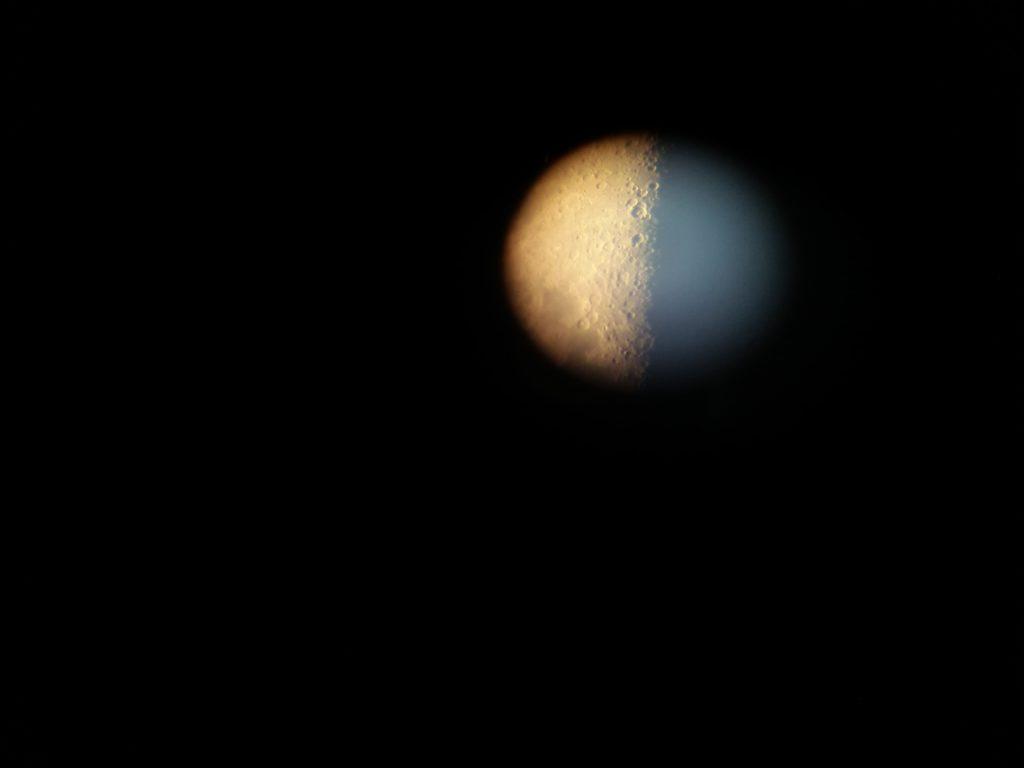 Kuu kuvattuna digiscoping -menetelmällä