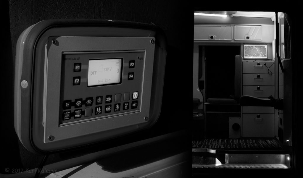 Vasemmalla: Sairaankuljetusajoista on muistona kaksi valaist ua näyttöpaneelia, joilla ohjataan ilmastointilaitteita ja valoja. Niistä näkee myös akkujen varaustilan. Oikealla: Thinkpad T61