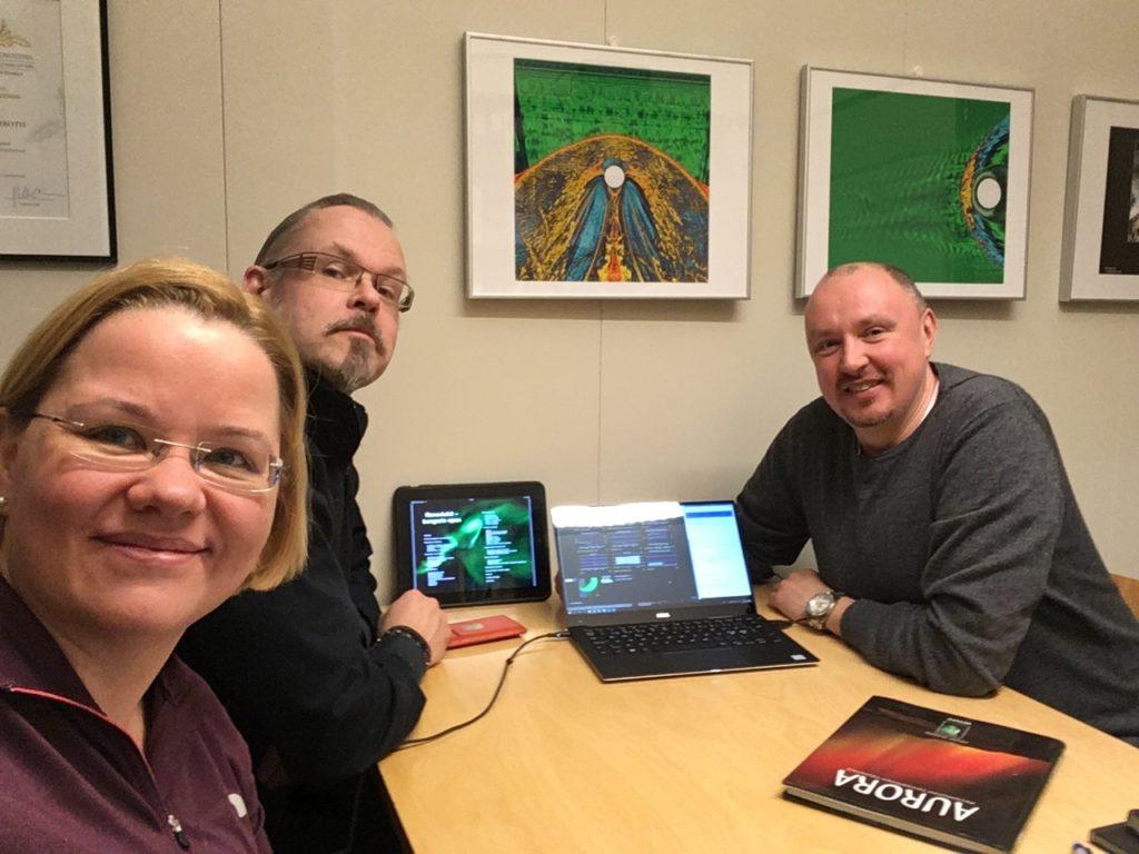 Kuvassa vasemmalta oikealle Minna Palmroth, Markus Hotakainen ja Jouni Jussila