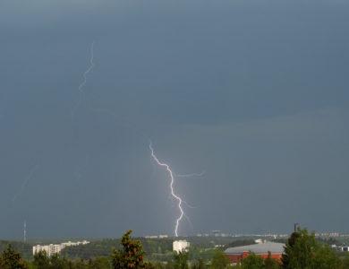 Lukijoiden kuvia- revontulia, myrskyjä ja haloilmiöitä