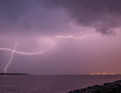 Lukijoiden kuvia- Hellettä, myrskyjä ja yöpilviä