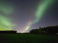 Lukijoiden kuvia -Haloja, revontulia ja komeetta