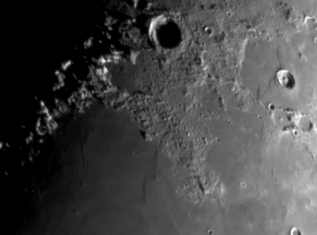 Kuun pintaa kuvattuna 4.3.2017 klo 21.08.
