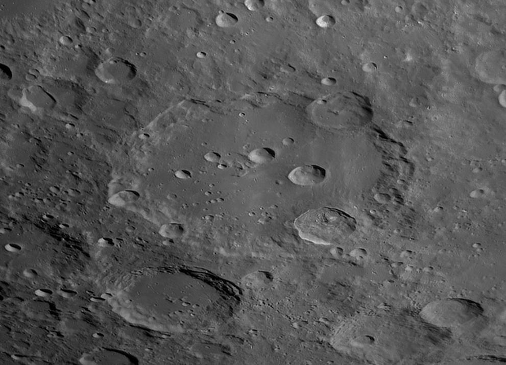 Clavius ja ympäristöä 6.3.2020 klo 22.56. Kuva: Lasse Ekblom.