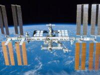 Avaruusasema näkyy yötaivaalla