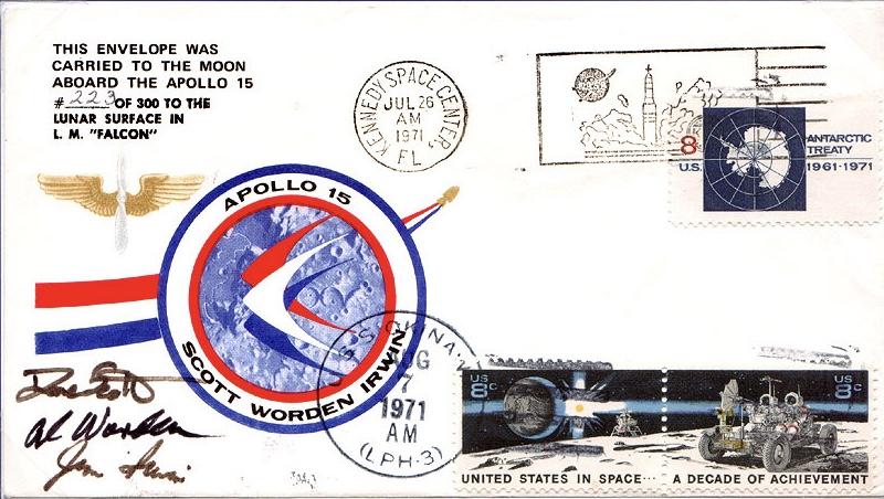 Näistä Kuussa käyneistä ensipäiväkuorista maksetaan huutokaupassa suuriakin summia. Tässä kuvassa David Scottin vuonna 1983 takaisin saama kuori. Kuva: Wikimedia Commons.