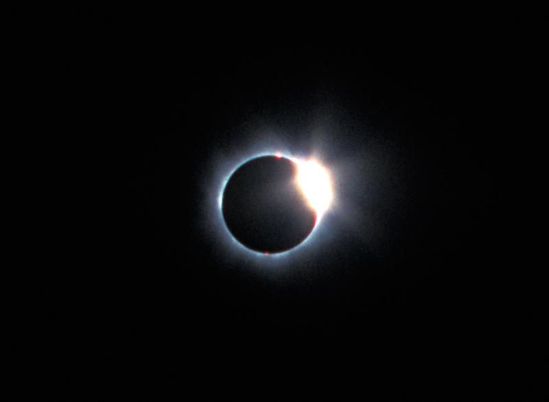 Täydellinen Auringonpimennys